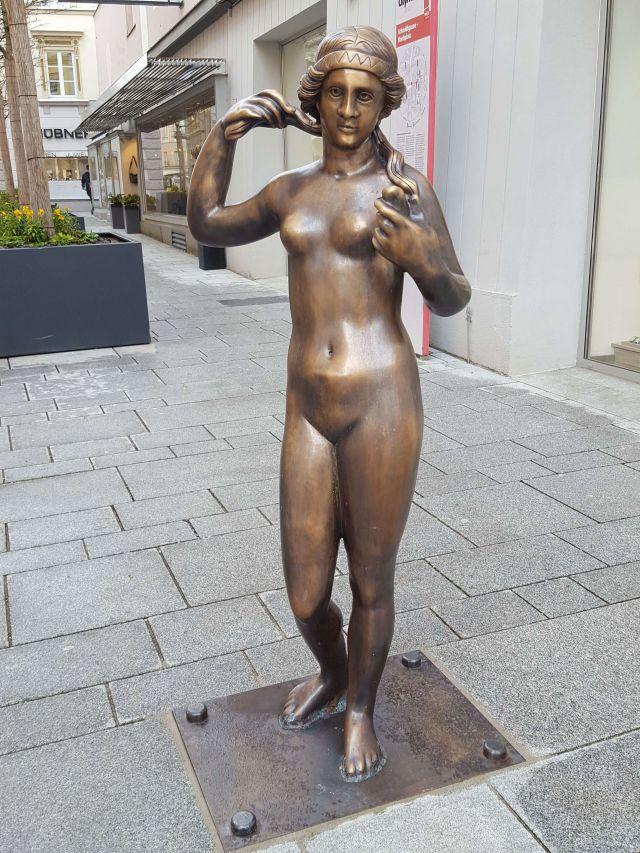 Statue der Venus in der Schmidtgasse, komplette Ansicht
