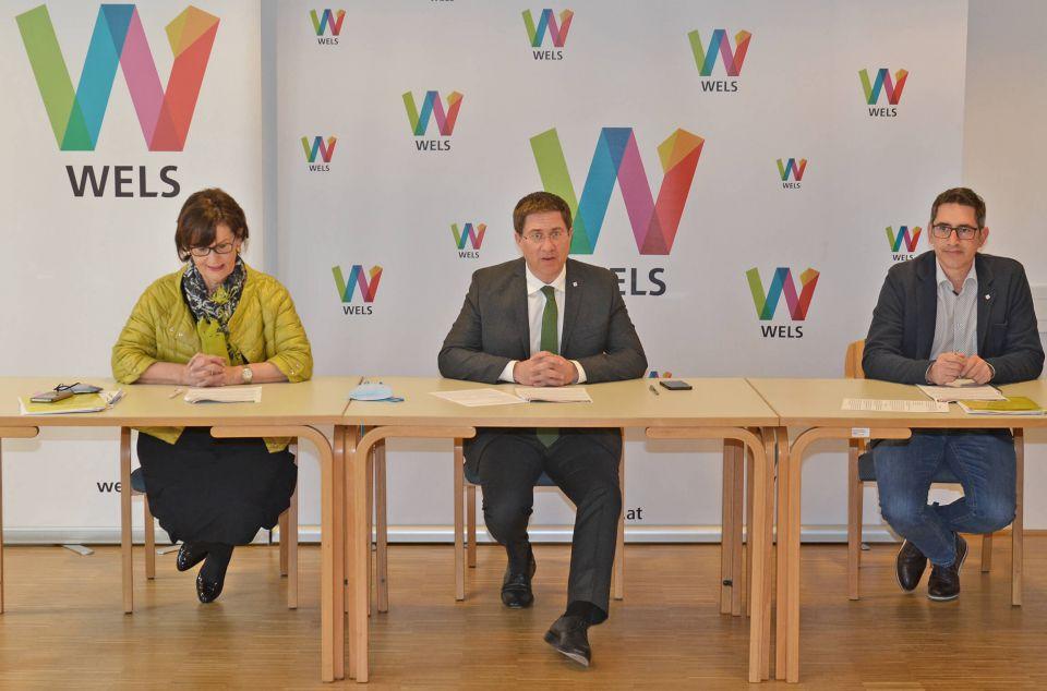 v.l.n.r. Stadträtin Josseck-Herdt mit Bürgermeister und Herrn Gruber von der Kindergartenverwaltung