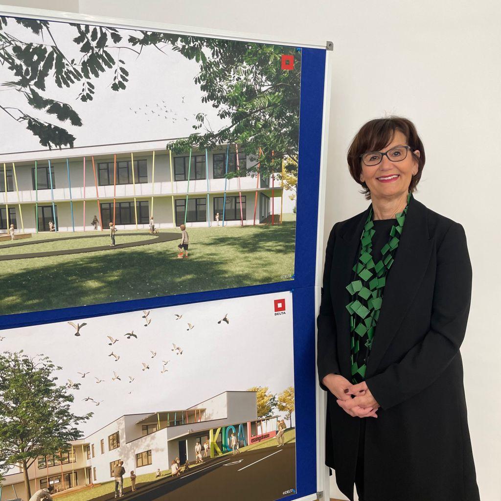 Frau Stadträtin Josseck-Herdt bei der Pressekonferenz Kindergarten Lessingstraße