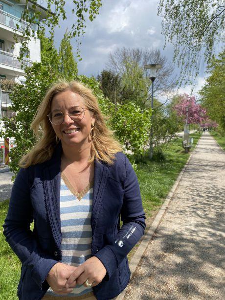 Frau Vizebürgermeister Raggl-Mühlberger steht am Treppelweg