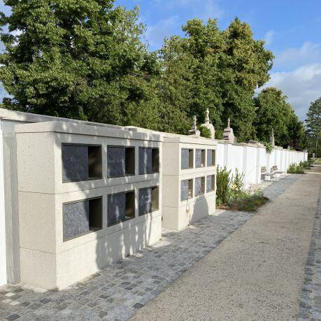 Urnengang im Friedhof Wels