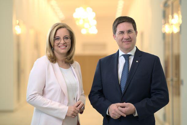 Bürgermeister Dr. Andreas Rabl mit Vzbgm Christa Raggl-Mühlberger