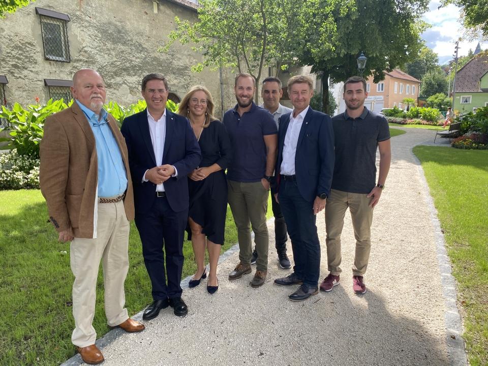 Ein Teil der FPÖ Fraktion (Bgm. Dr. Andreas Rabl, Vzbgm. Gehard Kroiß, Vzbgm. Raggl-Mühlberger, FO Ralph Schäfer, Egon Schatzmann, Ronny Schiefermayr und Manuel Kepplinger
