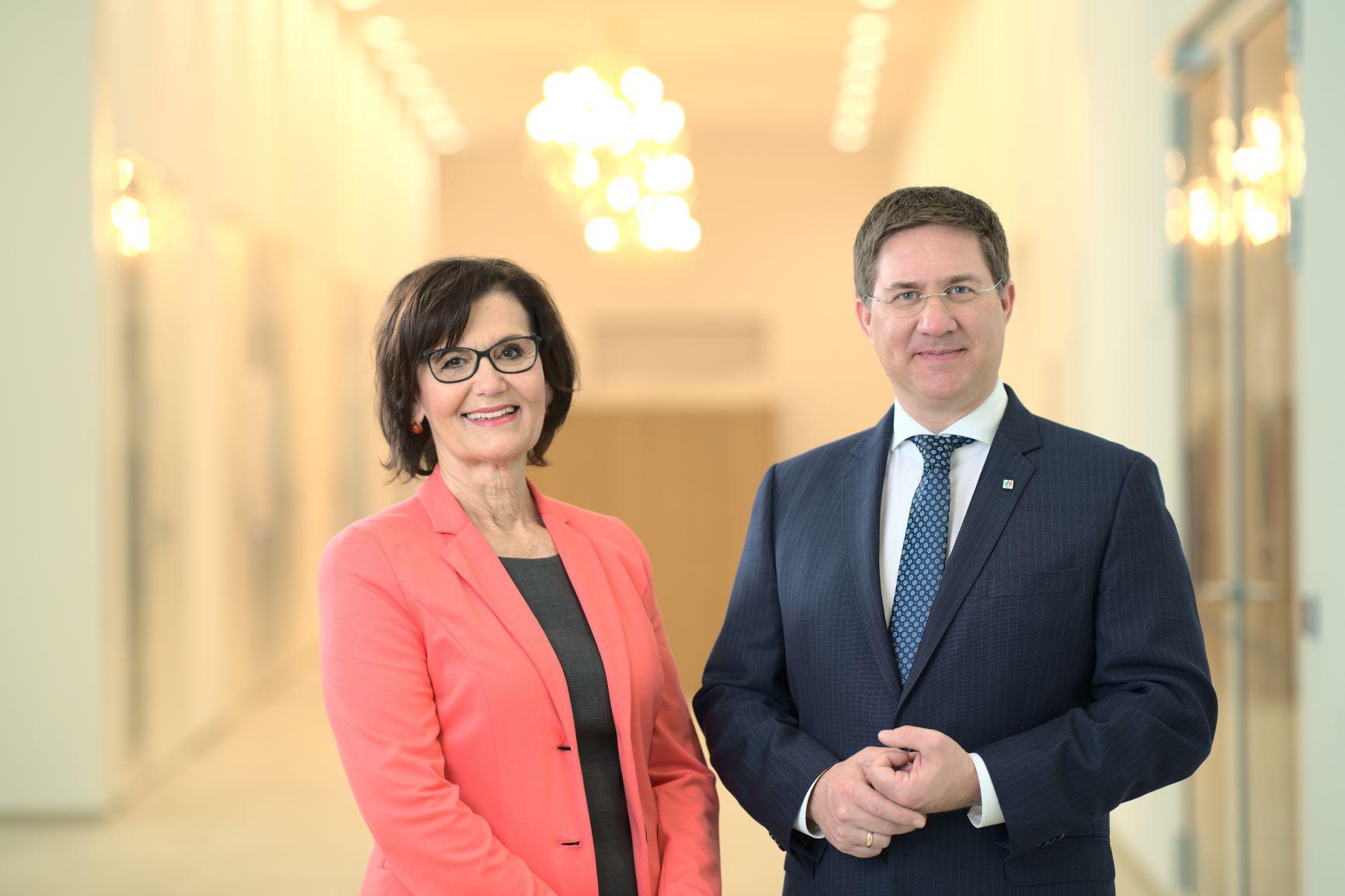 Bürgermeister Dr. Andreas Rabl mit Generationen-Stadträtin Margarete Josseck-Herdt